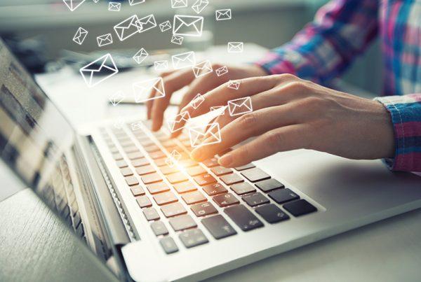 E-Mails am Arbeitsplatz kontrollieren?